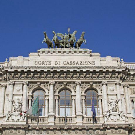 Attività lavorativa e assenza per malattia: chiarimenti della Corte di Cassazione
